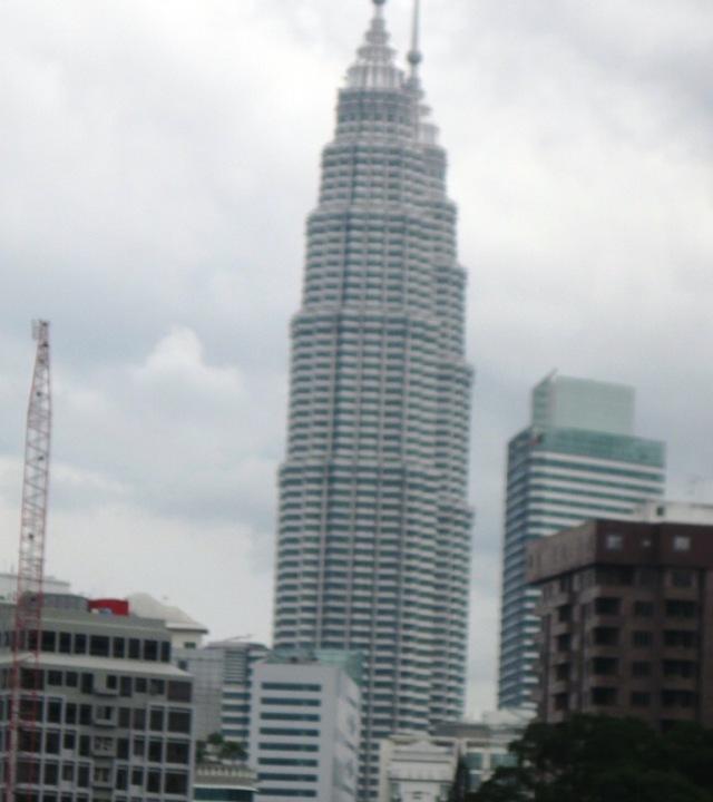 Menara Petronas dilihat dari kamar hotel Ancasa Express