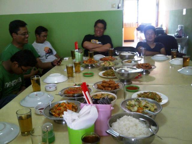 Makan siang...wow, sampe berlebih..!