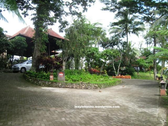 Halaman depan resort