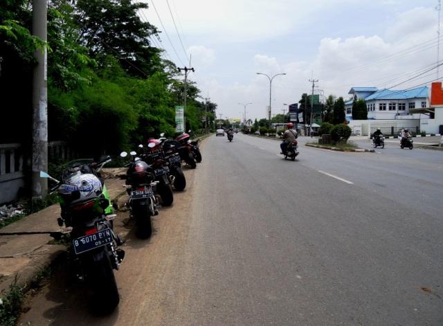 Stop at Cirebon area for Friday prayer.
