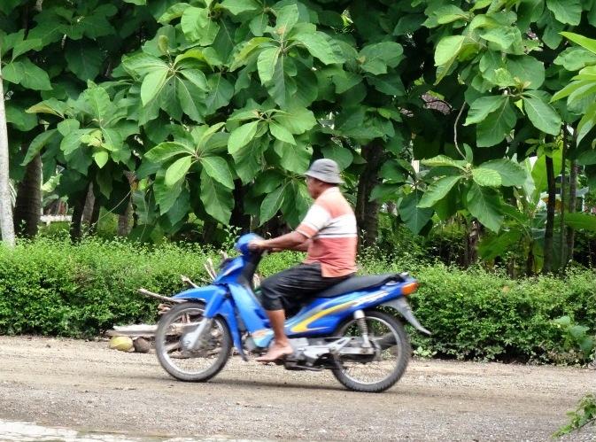 Naik motor di kampung gak pake safety-safety-an | lexyleksono