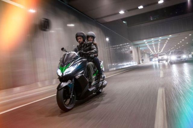 Kawasaki J300_2