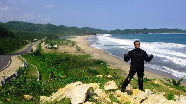 Pantai di daerah Lorok ini menyuguhkan pemandangan yang sangat bagus.