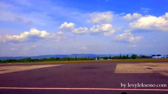 sekedar ilustrasi, ini adalah bandara Adisucipto yg saya foto beberapa waktu yg lalu
