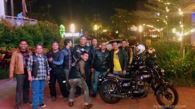 Para EOI Jakarta yang sedang menikmati kebersamaan