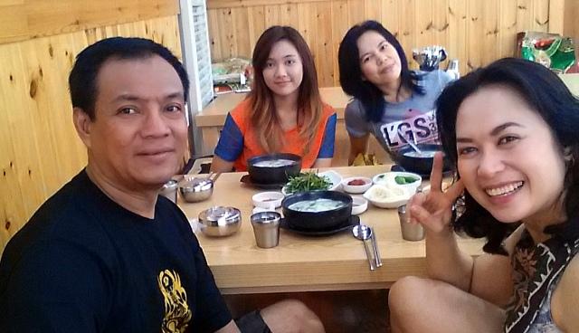 Makan lesehan ala Korea