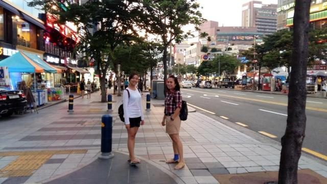 Jalan-jalan menuju pantai Haeundae di senja hari