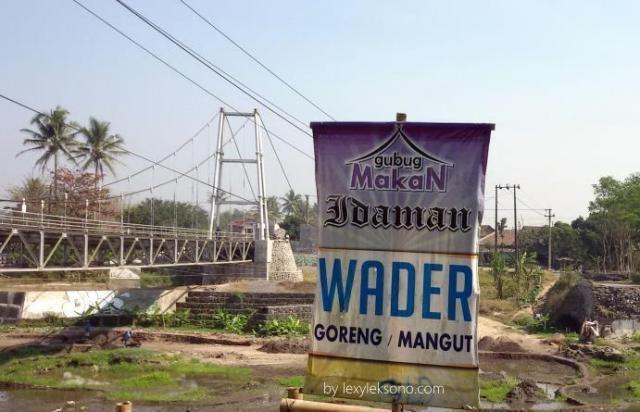 Gubuk makan idaman wader goreng / mangut