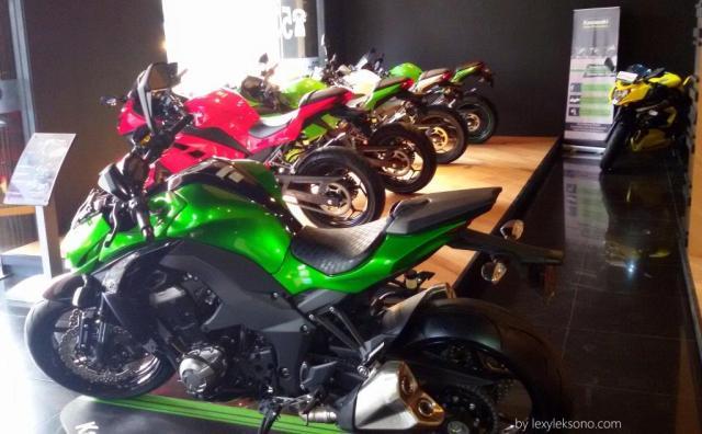 Sebagian motor-motor Kawasaki yg dipajang di showroom Motorave BSD