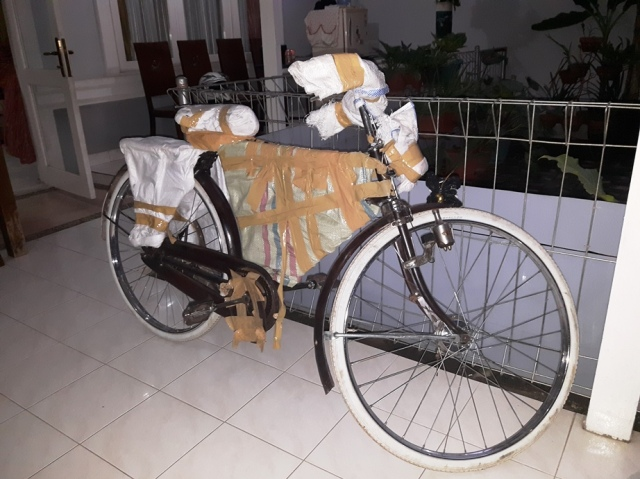 Packing sepeda onthel oleh JNE
