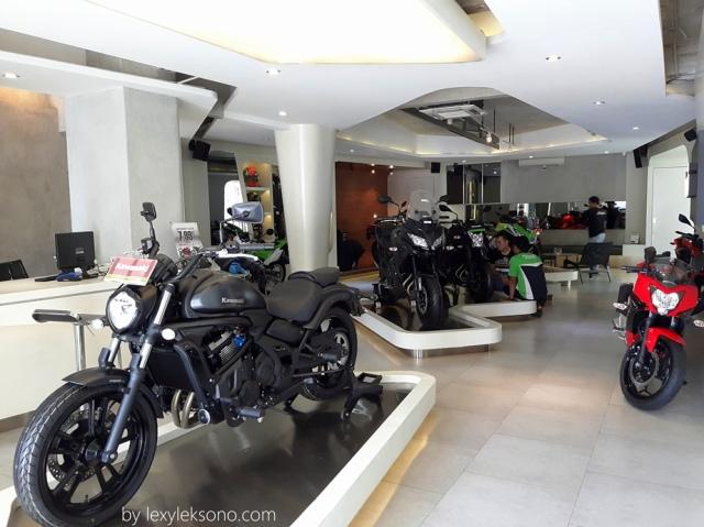 Suasana showroom kawasaki Bintaro