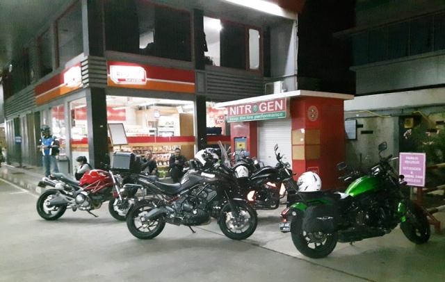Jam 5 pagi berkumpul di pom bensin Pertamina BSD