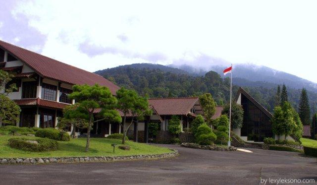 Javana Resort & Spa saya foto dengan latar belakang gunung Salak