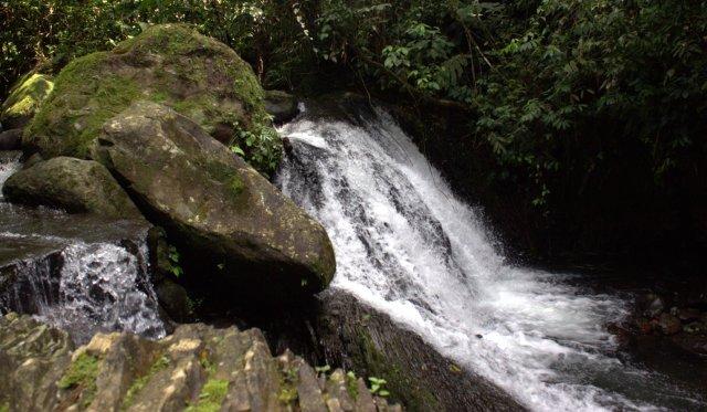 Start masuk sungai mulai dari atas air terjun kecil ini mengarah ke atas.